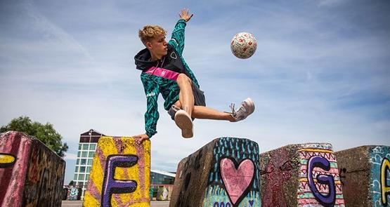 Freestyle voetballer Bailey de Regt komt voor de opening van ons clubhuis naar Graaf Willem op zaterdag 25 september!